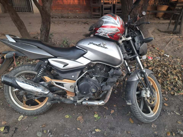 PulSar 150 For Sale  ( Silver)